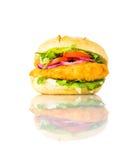 Panino dell'hamburger del pollo isolato su fondo bianco Fotografia Stock Libera da Diritti