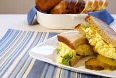 Panino dell'insalata dell'uovo Immagini Stock