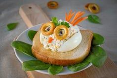 Panino dell'insalata dell'uovo per i bambini Immagine Stock