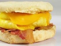 Panino dell'uovo & della pancetta affumicata Immagine Stock
