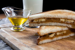 Panino della banana con burro di arachidi Fotografia Stock Libera da Diritti