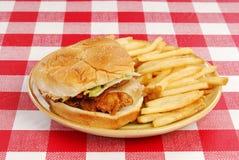 Panino di pollo fritto Fotografie Stock Libere da Diritti