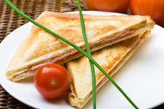 Panino di recente tostato di prosciutto e del formaggio Fotografia Stock