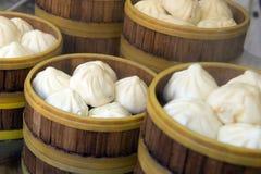 Panino di stile cinese in vapore di legno Immagini Stock