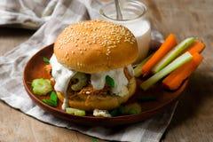 Panino di tacchino della Buffalo con il sause del formaggio blu Fotografie Stock