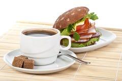 Panino e caffè di prosciutto immagini stock