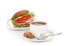 Panino e caffè di prosciutto fotografie stock libere da diritti