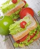 Panino e mela verde fotografia stock libera da diritti