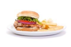 Panino e patate fritte del seno di pollo Fotografie Stock