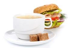 Panino e tazza di caffè di prosciutto immagini stock libere da diritti