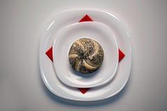 Panino sulla zolla di ceramica Immagine Stock