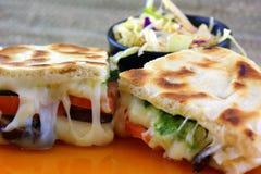 Panino vegetariano fuso del formaggio Fotografia Stock