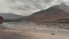Panj河和帕米尔山,Panj是阿牟Darya河的上半身 全景、塔吉克斯坦和阿富汗边界