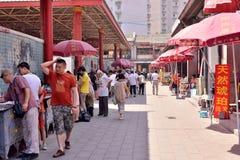 Panjiayuan loppmarknad för Peking förutom folkmassan Royaltyfri Bild