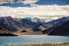 Pankong jeziorny widok Ladakh, India Fotografia Royalty Free