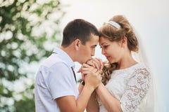 pannę młodą ceremonii ślub kościelny pana młodego zdjęcia stock