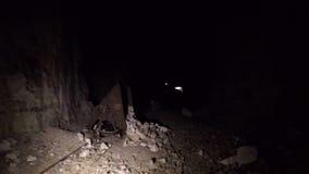 Panna av en grotta inom arkivfilmer