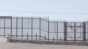 Panna av gränsstaketet lager videofilmer