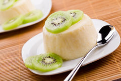 Panna Cotta With Kiwi Fruit Imagens de Stock Royalty Free