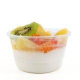 Panna cotta med frukt Arkivbilder