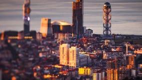 Panna för solnedgångtimelapseBatumi cityscape upp stock video