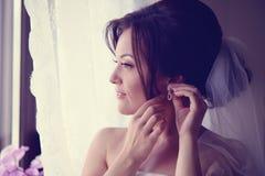 Panna młoda dostaje przygotowywający dla jej ślubu Fotografia Royalty Free