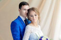 Panna młoda i nowożeniec na ich dniu ślubu zdjęcia royalty free