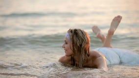 Panna młoda Jest W morzu zdjęcie wideo