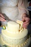 Panna młoda target694_1_ ślubnego tort Obraz Royalty Free