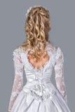 Panna młoda w ślubnej togi tylni widoku fotografia stock