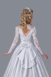 Panna młoda w ślubnej togi tylni widoku zdjęcie royalty free