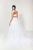 Panna młoda w białej ślubnej sukni Zdjęcia Royalty Free