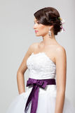 Panna młoda w białej ślubnej sukni Obrazy Royalty Free