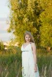 Panna młoda w białej sukni Zdjęcie Royalty Free