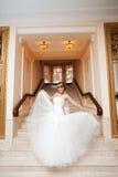 Panna młoda w sala z schody zdjęcie stock
