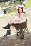 Panna młoda w Wheelbarrow zdjęcia royalty free