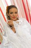 Panna młoda z ślubną suknią Zdjęcia Royalty Free