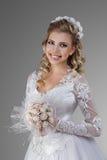 Panna młoda z ślubnym bukietem zdjęcia royalty free