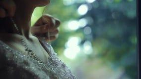 Panna młoda jest ubranym breloczek na szyi zbiory