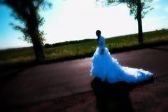 Panna młoda na drodze Obraz Royalty Free
