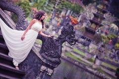 Panna młoda w czarodziejka parku w Bali Fotografia Stock