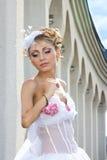 Panna młoda w kolumnach Zdjęcia Royalty Free