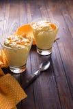 Pannacotta met sinaasappelen Stock Foto