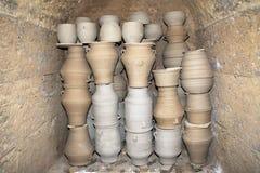 Pannan i en keramikers seminarium. Ö av Kreta Royaltyfri Bild