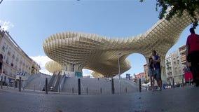 Pannatimelapse Metropol slags solskydd Sevilla, Spanien arkivfilmer
