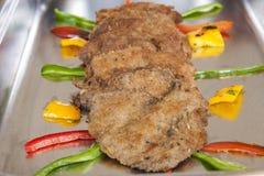 Panne d'escalope de poulet à un buffet de restaurant Photographie stock