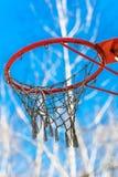 Panneau arrière de basket-ball jaune avec l'anneau Image libre de droits