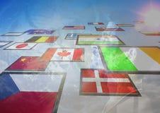 panneau avec les drapeaux et le fond de la terre d'homme Photos libres de droits