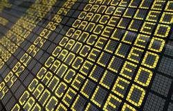 Panneau d'aéroport international avec des vols annulés Images libres de droits