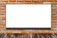 Panneau d'affichage énorme de publicité par affichage sur le mur de briques comme fond illustration libre de droits